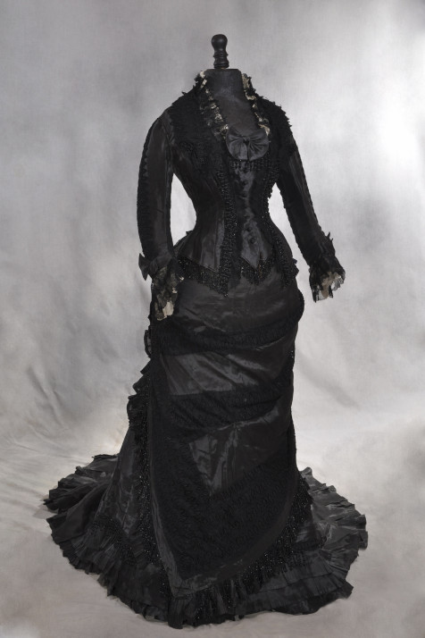 Robe noire de Madame Roger, 1878 © Photo Gilles Labrosse